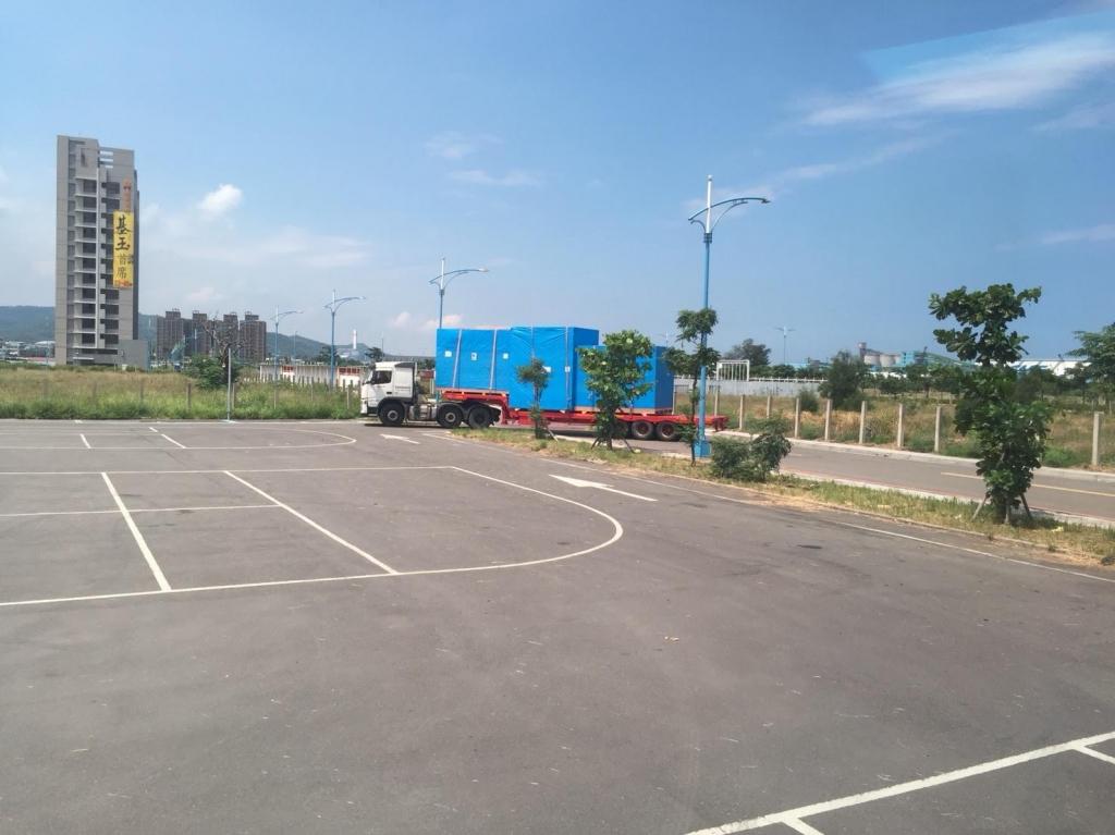 台北港停車場換板裝櫃(FR櫃貨高360cm+65=425cm)拉信