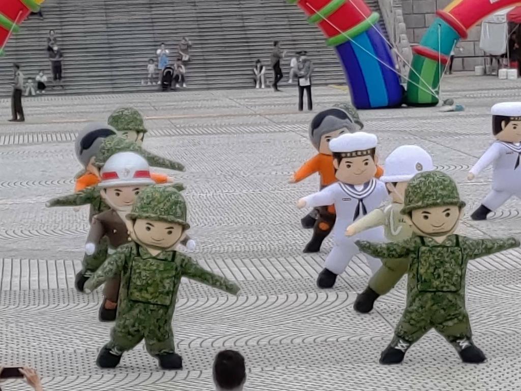2020國軍新款充氣人偶