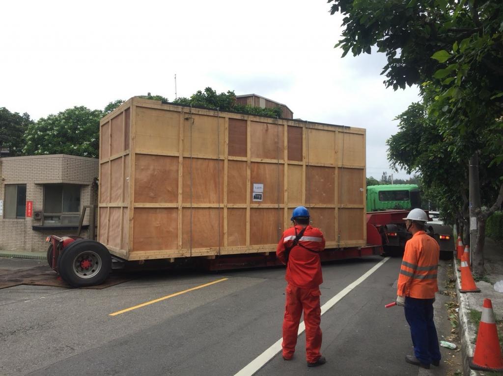 觀音德連新加坡設備進口拖櫃卸貨