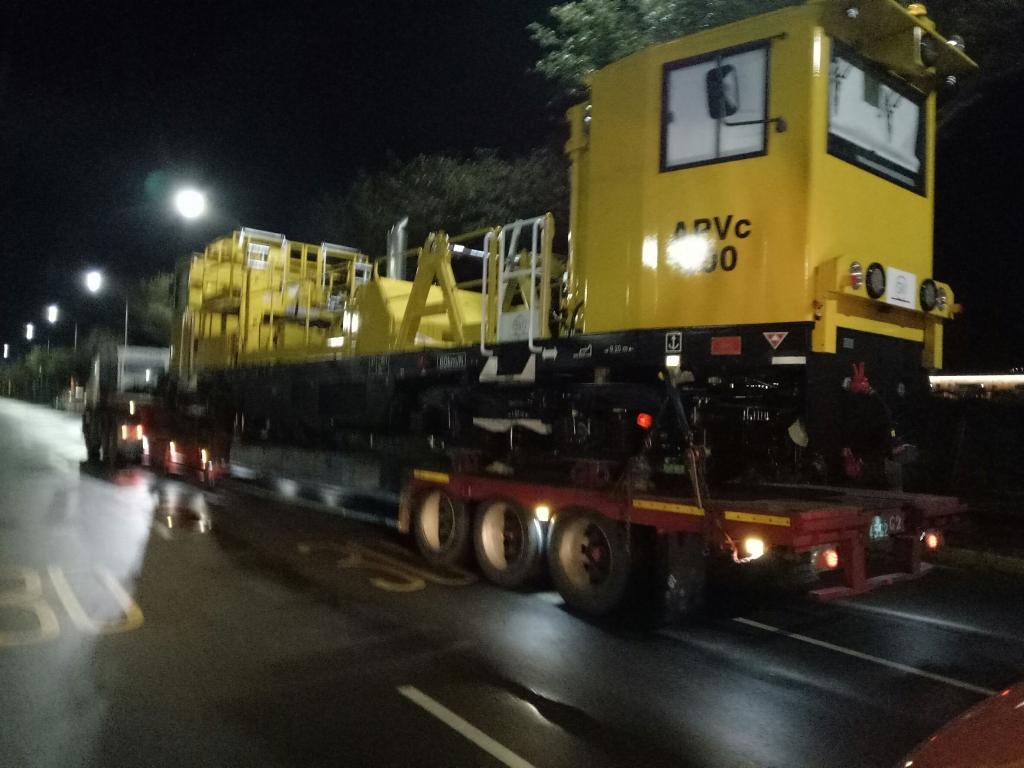 淡海輕軌維修車運輸吊裝(15.5米x2.8米x4米x37噸)